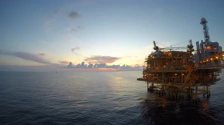 petróleo : Time lapse offshore sunset with beautiful sky