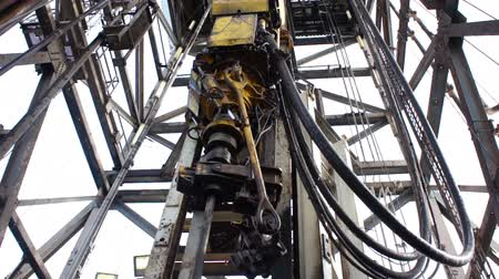 çetele : Top Drive System Working on Drilling Rig