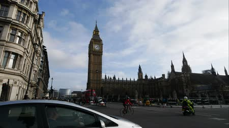 büyük : LONDON, UNITED KINGDOM  25 JANUARY 2016: Time Lapse of junction traffic at Big Ben and house of parliament, London, UK