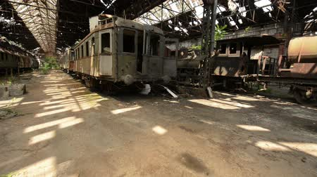 paslanmış : Cargo trains in old train depot eaten by the rust