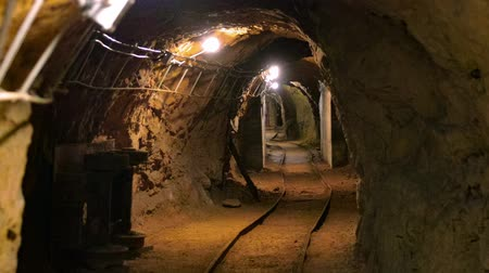 podzemní : Underground mine passage with rails