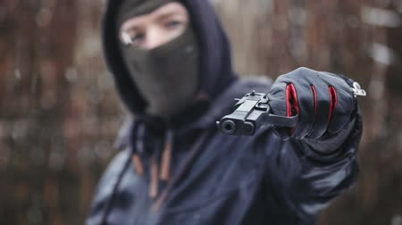 gengszter : Man holding gun and aiming slow motion footage Stock mozgókép