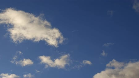 meteorologia : Blue sky background with white clouds