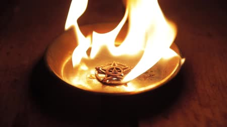 chamas : Burning Pentagram on Steel Plate slow motion footage Vídeos