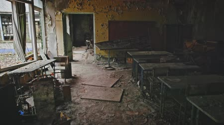 излучение : Abandoned Classroom in School number 5 of Pripyat, Chernobyl Exclusion Zone 2019