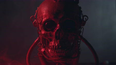 výbava : Robotic skull in red light with smoke Dostupné videozáznamy