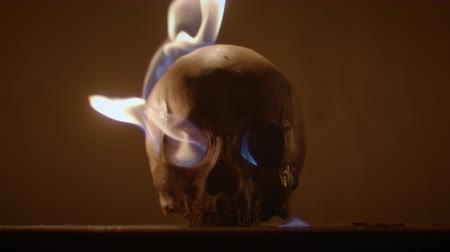 diabeł : Burning human skull closeup photo