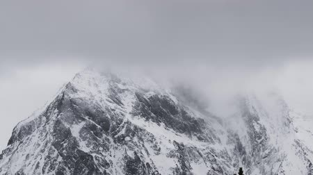 arktický : 4K timelapse of mountain peak with clouds on the sky