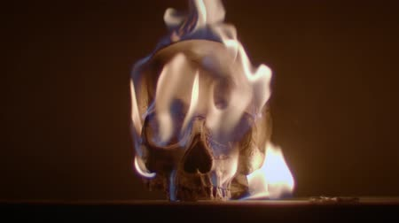 сжигание : Burning human skull closeup photo