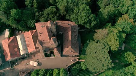 lugares : Picturesque 4k aerial drone panorama view on ancient medieval castle on green hill in province wine yard field landscape