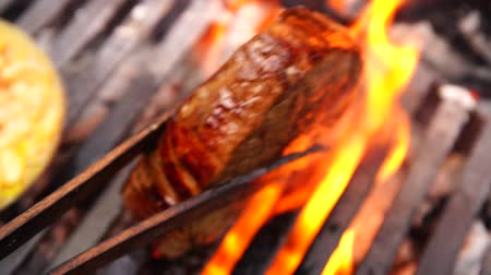 grillowanie : Amazing close up view on big fresh fat piece of delicious beef steak pink juicy meat cooked fried grilled on grill pan