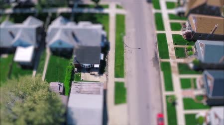 ângulo : Incredible drone panorama aerial tilt shift view on tiny houses villas in suburb town village neighborhood