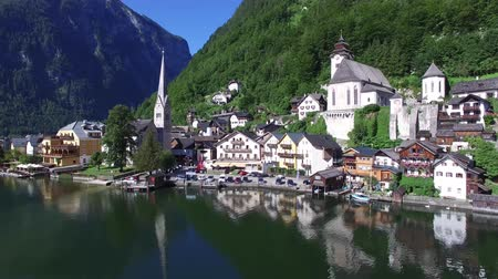 hallstatter see : Beautiful 4k aerial drone panorama flight over small house Austria village in wild nature forest mountain lake landscape Stock Footage