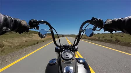крейсер : First person pov view on professional biker riding fast downhill on magnificent highway road on black sport motor bike