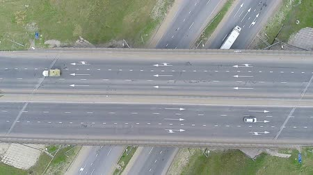 auto estrada : Aerial View of a Highway, Freeway, Motorway. HD.