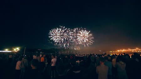 arife : Crowd Watching Fireworks. 1080p. Stok Video