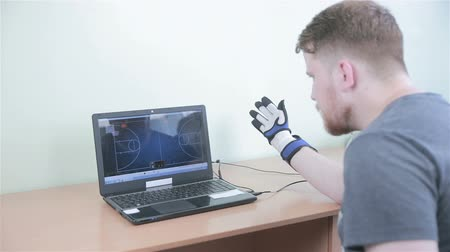 robótico : Electronic high-tech cyber glove. Man plays VR game operating with 3D bionic simulator glove.
