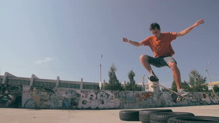 deskorolka : True Freedom Skateboarding. Slow motion.