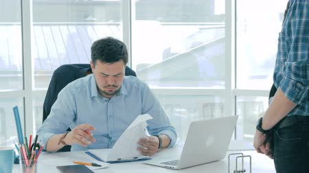 ayıplama : Boss negates the report made by employee, humiliate and gives him reprimands.
