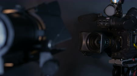 filmagens : Camcorder, video camera and professional studio lights in a broadcasting studio. Stock Footage