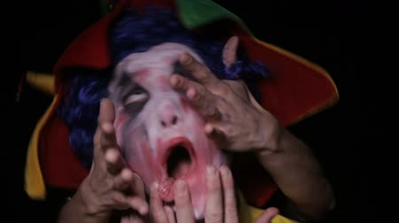 palyaço : Hands take evil scary clown into the hell.