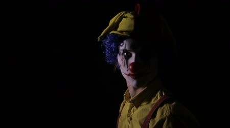 hamis : Scary Clown threateningly looking into camera.