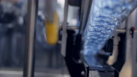 sintético : Bottled water plant machinery in operation.