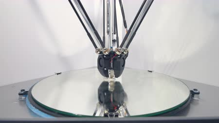 nejlon : A 3d printer starting a new white piece. Stock mozgókép