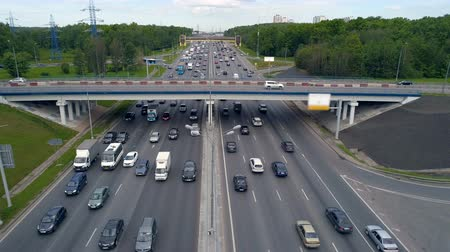 interseção : Heavy traffic concept. A road with vehicles moving in twelve lanes with a concrete bridge above. Stock Footage