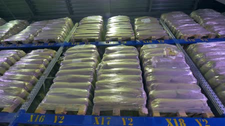 manifatura : A warehouse rack with wrapped pallets in low view.