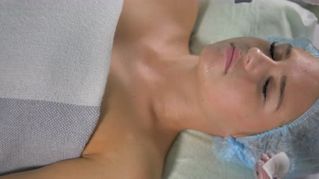 polana : An ultrasound cleaner works on female chin.
