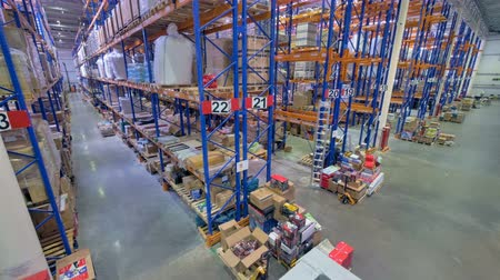 хранилище : A top view on a warehouse operational routine.