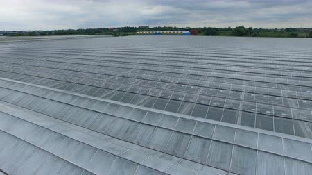 dach : Opaque greenhouse roof sections replaced by see-through glass.