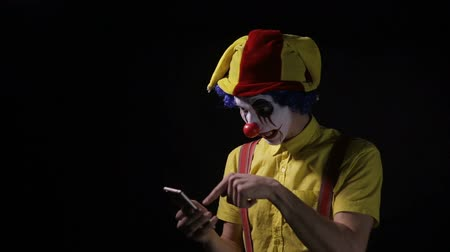 disguise : A clown uses a smartphone to call the viewer.