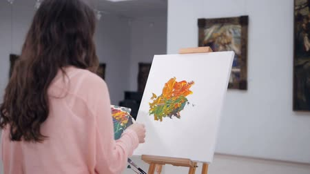 muse : Artist drawing a picture on easel. 4K.