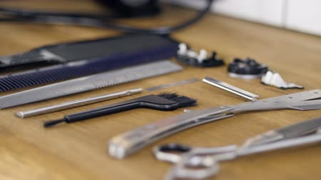 набор : Hairdressing tools and accessories lying on a table. Стоковые видеозаписи