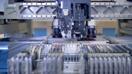 układ scalony : Electronic circuit board production line at modern science lab. 4K. Wideo