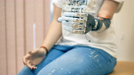 ergonomic : An amputee woman demonstrates her bionic hand. 4K.