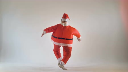caricatura : Funny thick santa claus dancing on a white background. 4K. Stock Footage