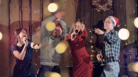 шампанское : Joyfull group of friends dancing singing celebrating Christmas new year party.