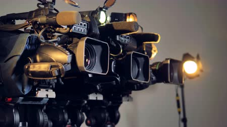 viewfinder : A tilting and rotating shot on three videocams.