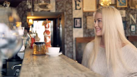 виза : A young beautiful woman pays for her tea with a smartphone and thanks the server. 4K.