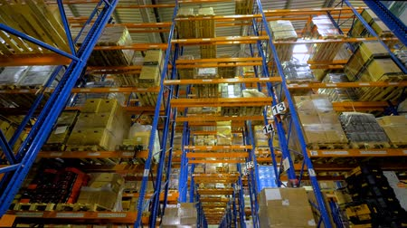 достигать : A warehouse racking system in a low view.