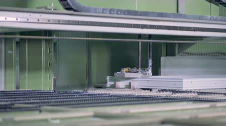 canto : Industrial machine processing plastic windows. 4K.