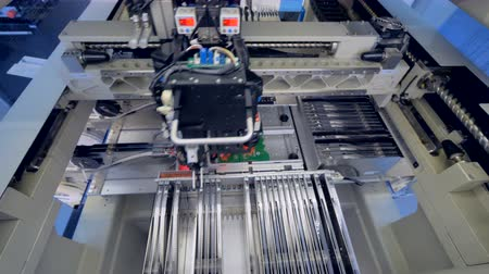 układ scalony : Industrial modern machine producing electronic circuit board. Wideo