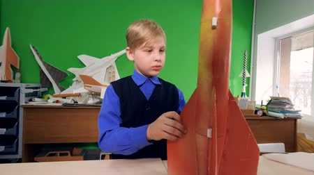 gururlu : Child invents a space rocket model at school lab.