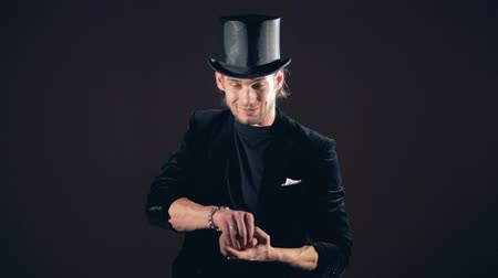 travessura : An illusionist is performing a trick with swallowing a crystal Vídeos