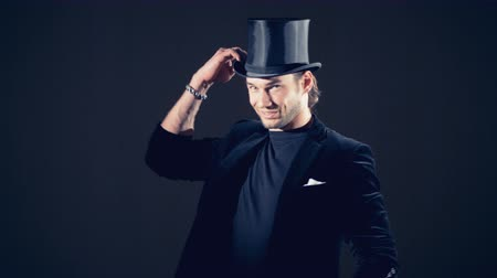 сияющий : A man is appearing, pushing out his top hat, putting it on and pointing finger