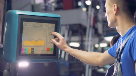 algılayıcı : Engineer chooses factory equipment options using touchscreen of an industrial machine.