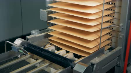 unready : Waffles layers are getting moved into a column by the conveyor belt